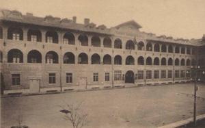 L'ex Caserma Ermanno Carlotto costruita nel 1919 sede fino al 1943 del Reggimento San Marco nella Concessione italiana di Tientsin (Cina)