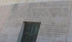 siracusa_monumento_caduti_africa_lastra di marmo con nome delle conquiste italiane nella seconda guerra d Africa orientale 34-35