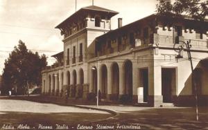 Piazza Italia ad Addis Abeba. si nota la stazione ferroviaria