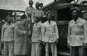 pompieri etiopi del 1951 con uniformi ibride composte da materiali italiani ed inglesi (2)