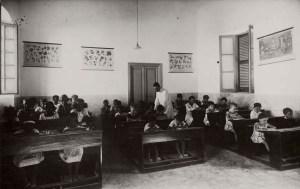 Mogadiscio Bambini somali e italiani nell'aula di una scuola