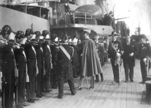 01-taranto-il-principe-umberto-di-savoia-a-bordo-della-regia-nave-san-giorgio