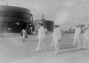 07-massaua-eritrea-il-principe-presso-i-depositi-di-carburante-del-porto