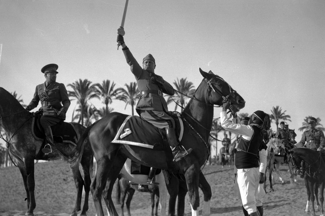 Mussolini e la spada di Protettore dell'islam. Quando il fascismo era amico  dei musulmani | L'ITALIA COLONIALE