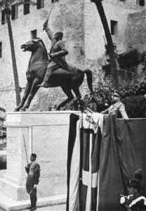 Tripoli_monumento-equestre_Mussolini