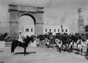1928_Mogadiscio_Parata_Militare_Arco_Umberto