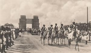 1934_mogadiscio_visita_re-vittorio-emanuele-iii_binocolo
