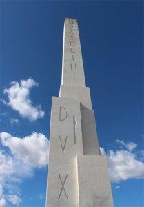 Obelisco_Dux_Mussolini_Roma_ddl-Fiano