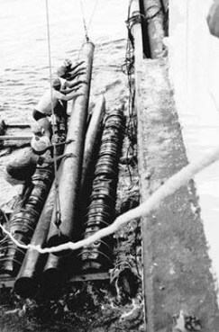 Scarico di tubazioni ENI sulla maona. Somalia 1953