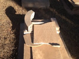 Asmara, Eritrea - Cimitero ebraico vandalizzato (16)