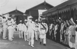 Mogadiscio 1928 - Umberto di Savoia passa in rivista i capi e notabili Somali