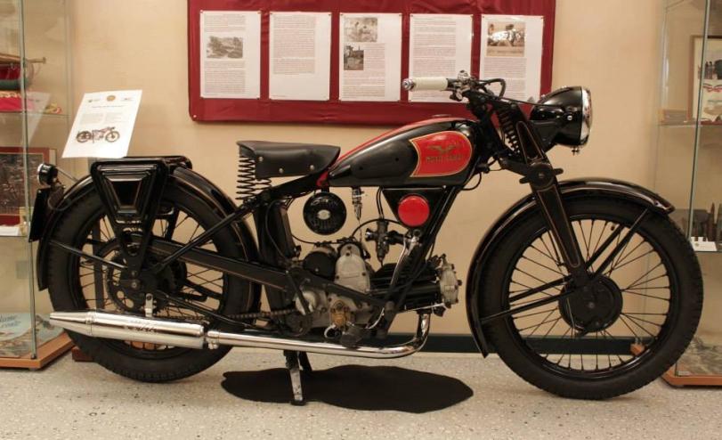 Moto Guzzi PL250_Faccetta nera2