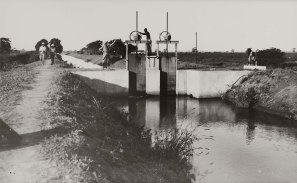 Genale presa d'acqua di un canale secondario