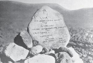 La pietra posta dalla spedizione Franchetti a ricordo del Giulietti e dei suoi compagni uccisi in Dancalia