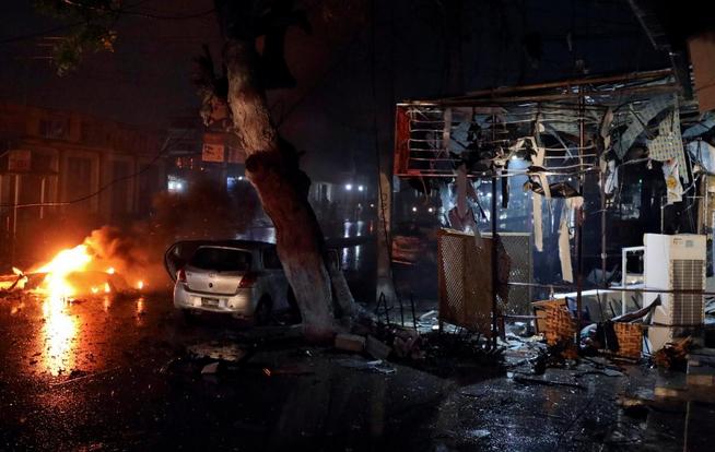 Autobomba_Mogadiscio_Somalia_Al-Shabab2