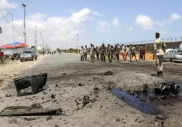 epa07061208 Somali security officers gather at the scene of an explosion in Mogadishu, Somalia, 01 October 2018. A car bomb hit a military vehicle near the Defense Ministry in Mogadishu on 01 October, killing at least one person. EPA/SAID YUSUF WARSAME