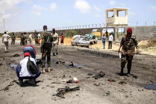epa07061165 Somali security officers gather at the scene of an explosion in Mogadishu, Somalia, 01 October 2018. A car bomb hit a military vehicle near the Defense Ministry in Mogadishu on 01 October, killing at least one person. EPA/SAID YUSUF WARSAME