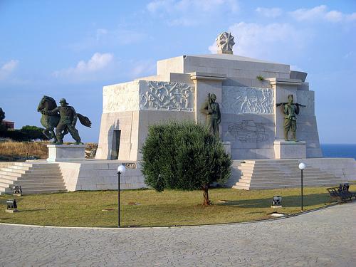 Siracusa_monumento-caduti