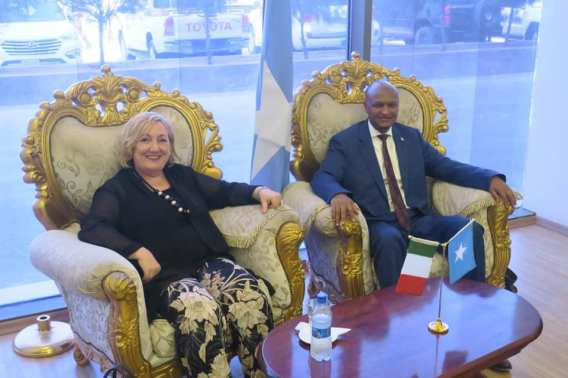 DEL RE INCONTRA MR. MAHDI MOHAMED GULED, VICE PRIMO MINISTRO SOMALO