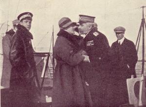 D'Annunzio_e_l'ammiraglio_Millo_a_bordo_dell'Indomito