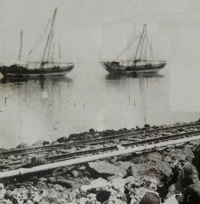 3 - Particolare del porto di Mersa Fatma con in primo piano i binari della ferrovia (Fotografia dell'epoca)