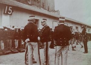 Il generale Coriolano Ponza di San Martino (al centro) accoglie le truppe del Corpo di Spedizione al rientro dalla Cina (1902)