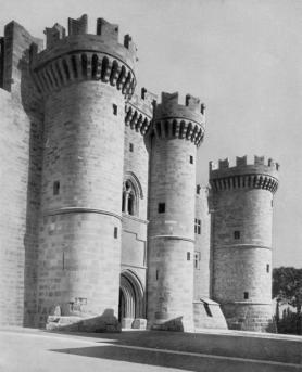 22-Rodi. Il Castello. Ricostruzione dell'antico Palazzo del Gran Maestro dei Cavalieri Gerosolimitani quale sede del Governatore. L'ingresso